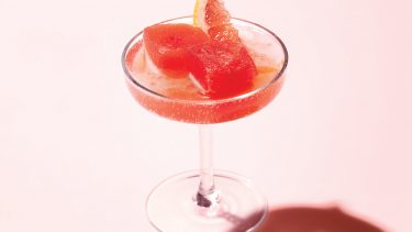 Summer recipes: Frozen aperol float in champagne sauce on a pink background