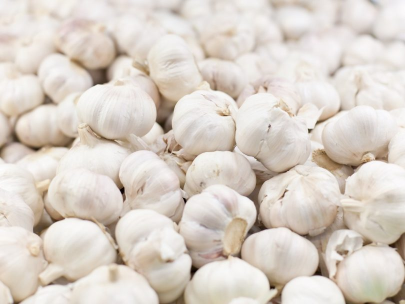 How to mince garlic: bunch of garlic