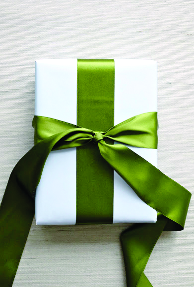 How to tie the perfect bow-satin green ribbon with double knot around a white box