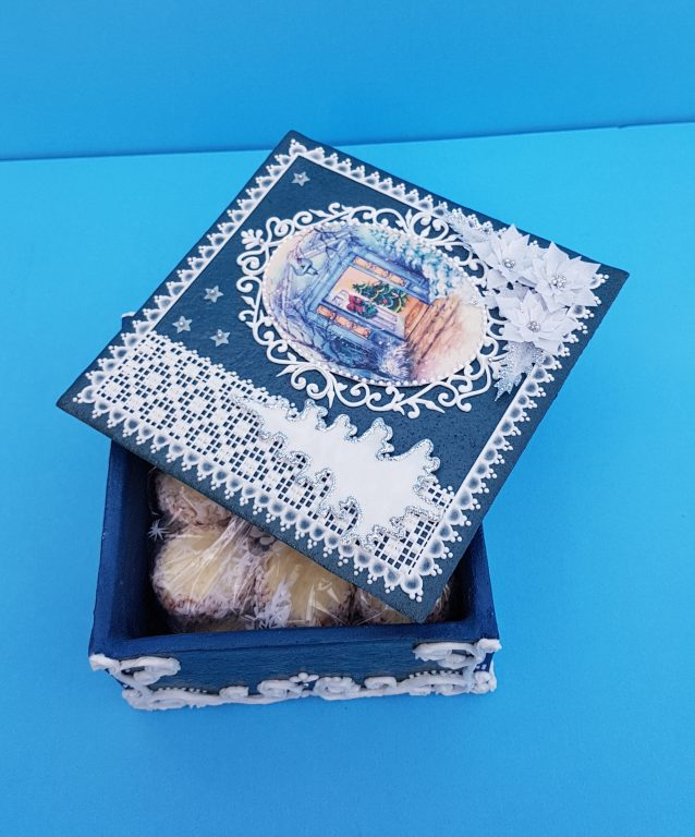 A giftbox made of gingerbread by Beatriz Muller