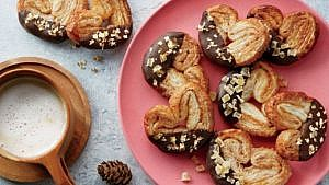 Gingerbread palmier cookies on round pink plate