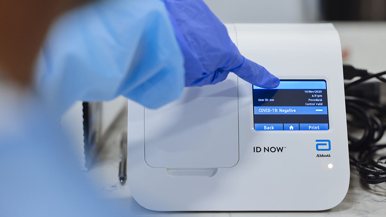A negative Covid-19 test result on an Abbott Laboratories ID NOW rapid test machine during a pilot program in Newark, New Jersey, last November. These rapid tests are in the early days of being used in Canada. (Photo: Angus Mordant/Bloomberg via Getty Images)