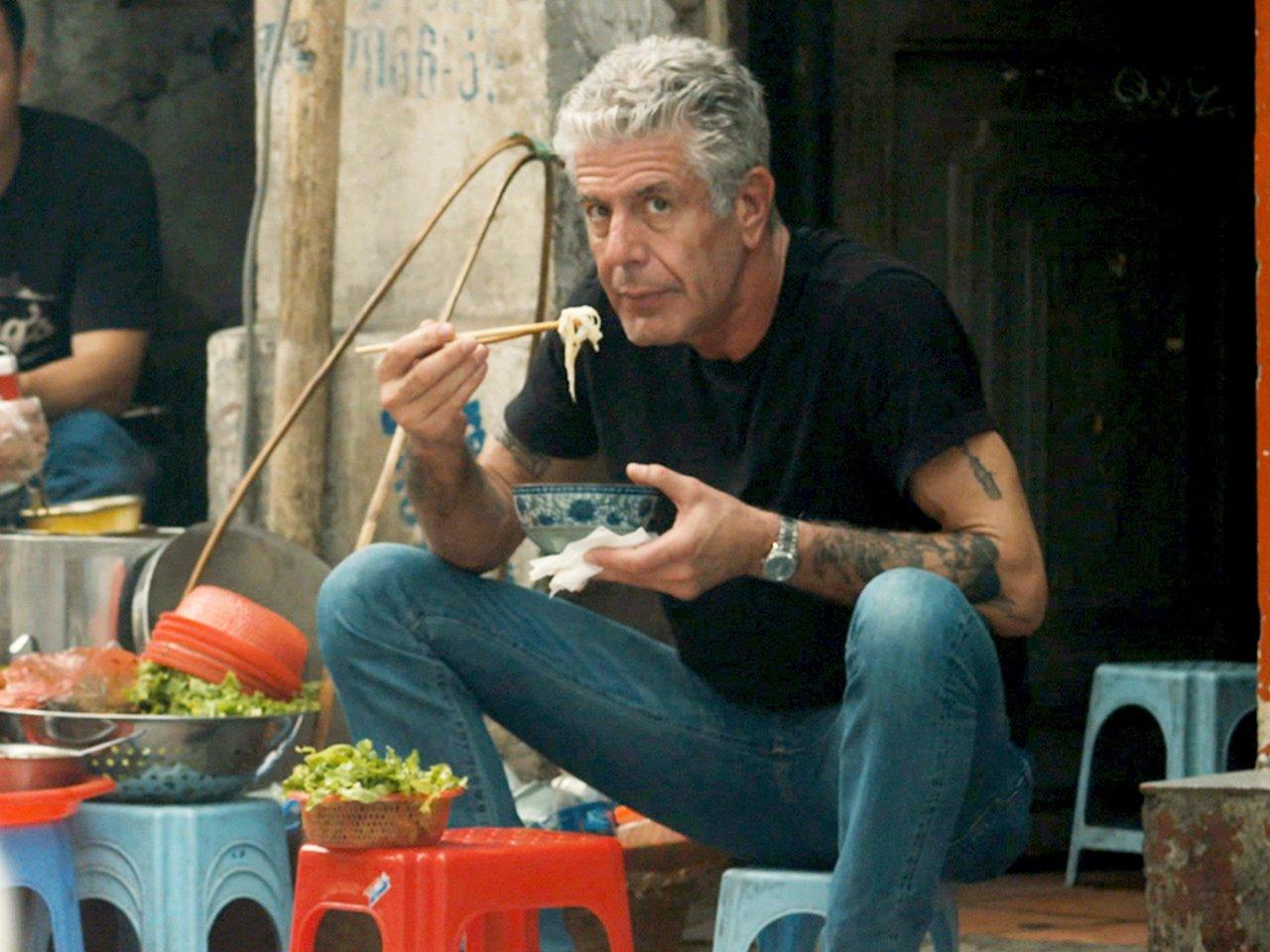photo of anthony bourdain eating noodles