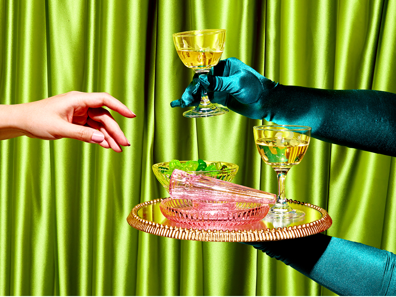 A photo of gloved hands holding a tray carrying wine glasses and ashtrays